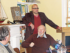 Pete Seeger and Jeff Rumpf, executive director of Clearwater